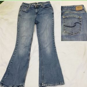 Levi's low rise bootcut Medium Wash Denim Jeans 10